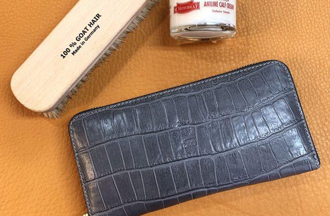 フェリージの財布、ブラシ、M.モゥブレィ アニリンカーフクリーム(乳化性)