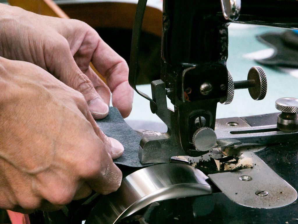 革を加工する